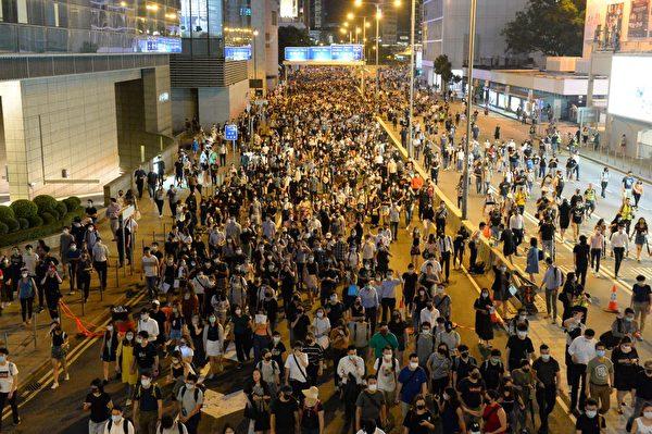 2019年10月4日,香港民眾聚集在中環干諾道中。(宋碧龍/大紀元)