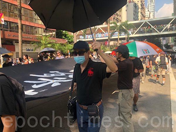 2019年10月5日,香港民眾發起「全民蒙面遊行」,抗議《禁蒙面法》。採訪方先生,從事物業管理,他表示暴政必亡。(梁珍/大紀元)