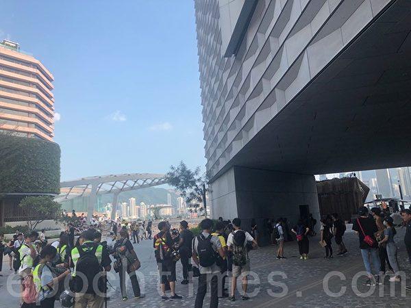 2019年10月5日,香港民眾港島遊行,尖沙咀梳士巴利花園現場。(余天佑/大紀元)