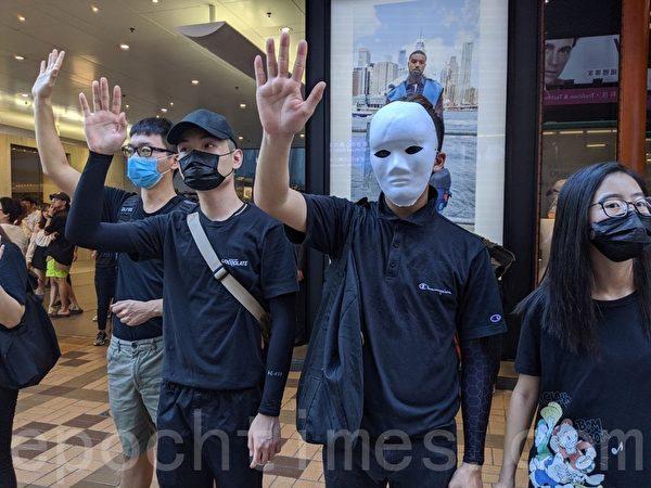 2019年10月5日,香港民眾發起港島遊行,廣東道組人鏈。「五大訴求 缺一不可」。(余天祐/大紀元)
