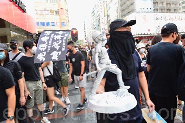 2019年10月5日,香港民眾發起港島遊行,佐敦彌敦道人鏈。(余天祐/大紀元)
