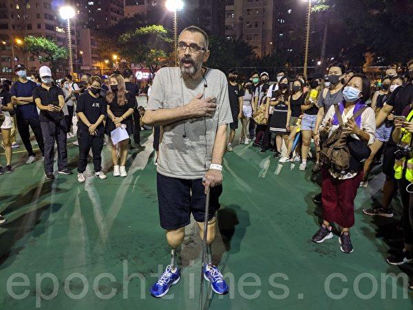 2019年10月5日,香港民眾發起港島遊行。楓樹街遊樂場,支持抗爭者的市民。(余天祐/大紀元)