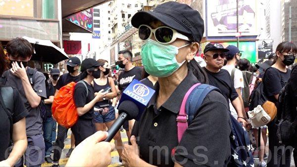 2019年10月5日,63歲來自天水圍的彭女士表示,香港市民不喜歡人治。(郭威力/大紀元)