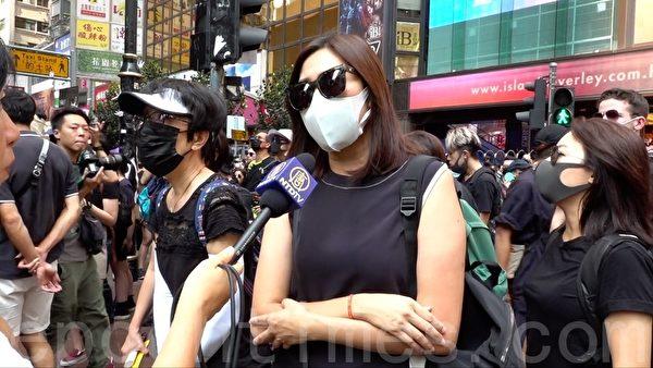 2019年10月5日,一位遊行的市民和理非說:「我們再不走出來的話,香港就會變成跟大陸一樣了,這是我們香港人很不想見到的。」。(郭威力/大紀元)