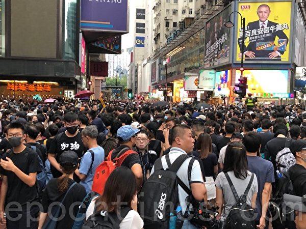 2019年10月6日,「追究警暴 守護記者-立即起訴開槍警察」集會。銅鑼灣 SOGO。(余天祐/大紀元)