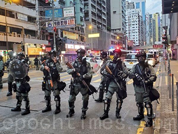 2019年10月6日,大批警力在銅鑼灣軒尼詩道。(宋碧龍/大紀元)