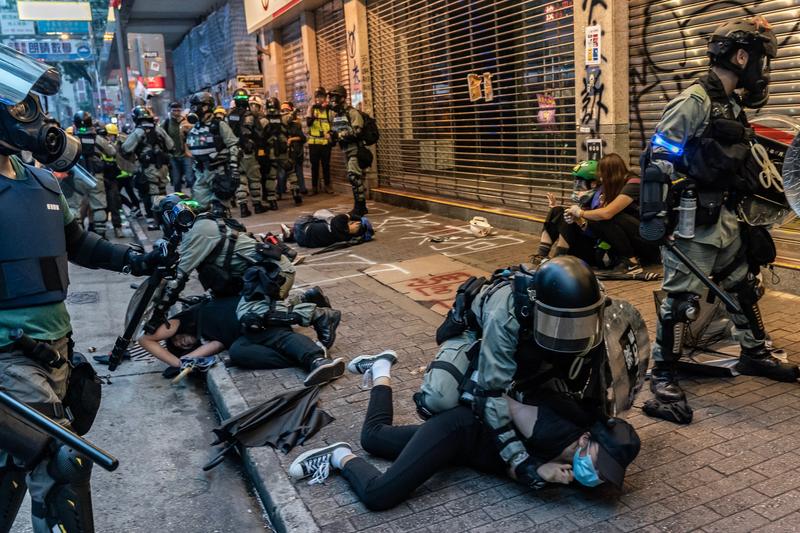 【10.6反緊急法組圖】港人大遊行抗惡法 警察清場大拘捕
