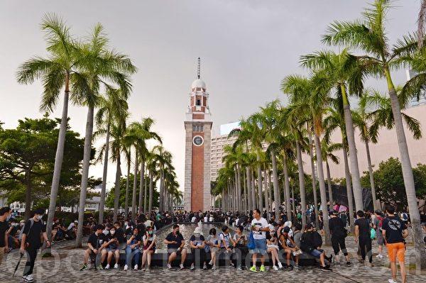 2019年10月12日,「反緊急法遊行」,尖沙咀鐘樓。(宋碧龍/大紀元)
