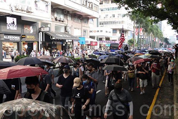 2019年10月12日,香港民眾「反緊急法遊行」,尖沙咀遊行。(余鋼/大紀元)