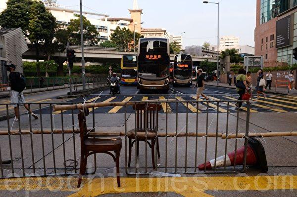 2019年10月12日,香港民眾「反緊急法遊行」,佐敦彌敦道。在加士居道堵路。(宋碧龍/大紀元)