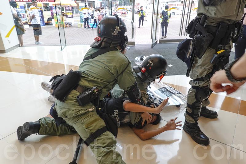組圖:10.13港民抗暴 警方拘捕多人