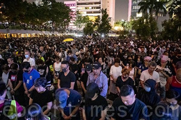 香港法案過關 陸自由派打擦邊球慶賀:喝兩杯