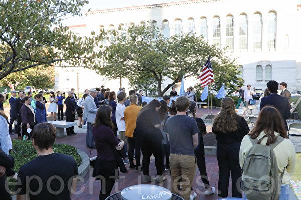 近百名美國首都地區的大學生和人權活動者聚集在華盛頓DC的美國天主教大學(Catholic University of America),呼籲國際社會持續關注香港、支持港人捍衛基本權利。(林樂予/大紀元)