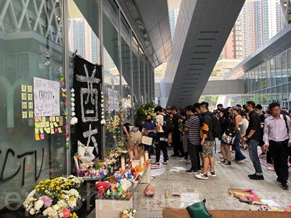 2019年10月17日,香港知專設計學院內,各界追悼陳彥霖。(駱亞/大紀元)