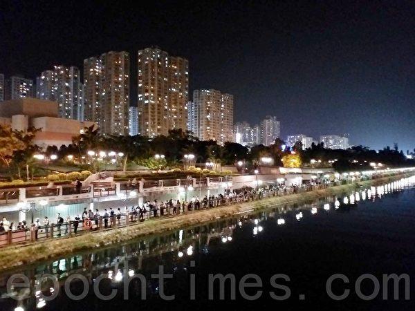 2019年10月18日,香港市民在沙田城門河築人鏈。(讀者提供)