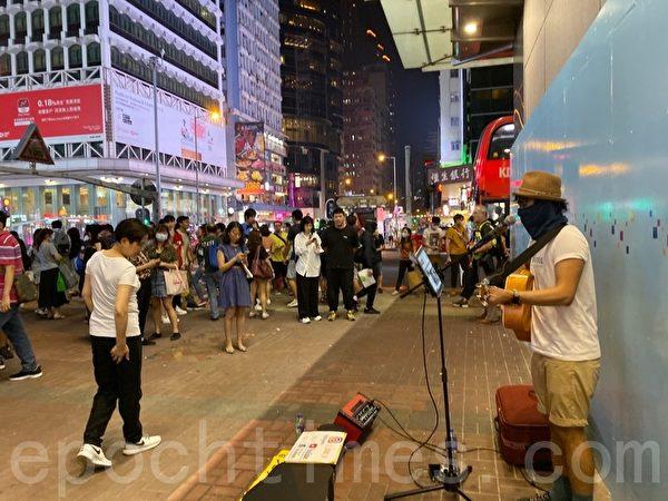 2019年10月18日,香港市民在旺角蒙面人鏈。(駱亞/大紀元)
