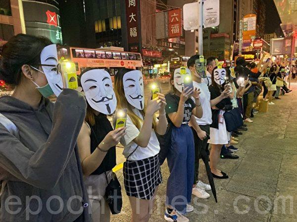 2019年10月18日,旺角,民眾戴上口罩及面具築人鏈。(駱亞/大紀元)