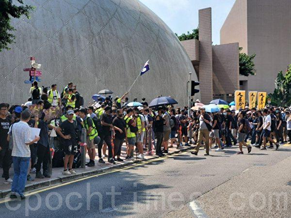香港民陣於2019年10月20日下午2點,發起「廢除惡法、獨立調查、重組警隊」大遊行,地點是◇尖沙口且◇梳士巴利花園—九龍高鐵站。(駱亞/大紀元)