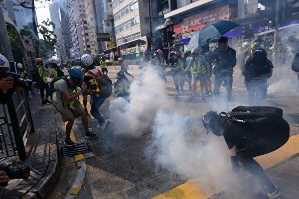 【10.20反惡法】港人九龍遊行 警放催淚彈