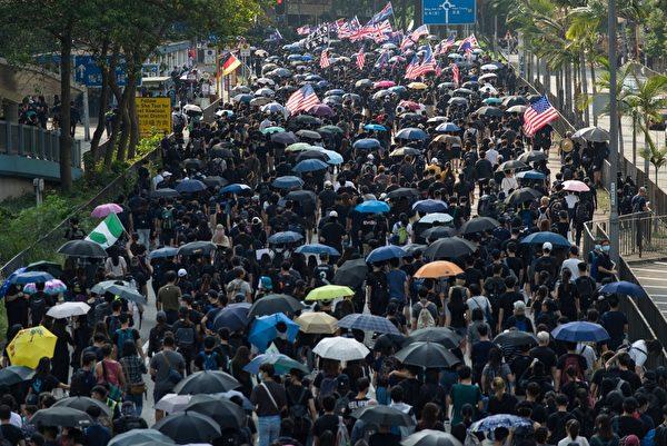 2019年10月20日,香港「廢除惡法、獨立調查、重組警隊」九龍區大遊行。(PHILIP FONG/AFP via Getty Images)