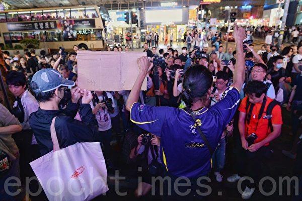 """香港网民重庆大厦""""和你唱"""""""