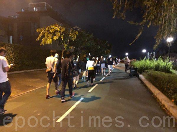 2019年10月25日,香港市民在將軍澳舉行「陳彥霖走過最後的路」人鏈活動,人鏈由香港知專設計學院延伸至調景嶺海濱。(葉依帆/大紀元)