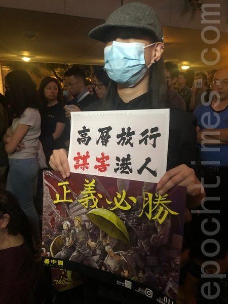 2019年10月26日,香港民眾在遮打花園舉行醫護人員集會,反警暴力。(梁珍/大紀元)