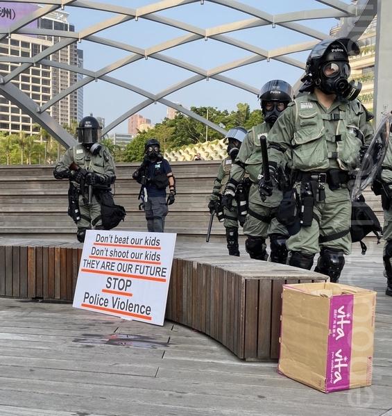 2019年10月27日,香港民眾從梳士巴利花園遊行,追究警方使用暴力。(文瀚林/大紀元)