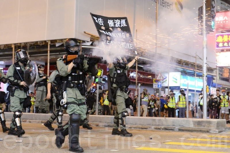 【10.27追究警暴組圖】港警出動水炮車清場