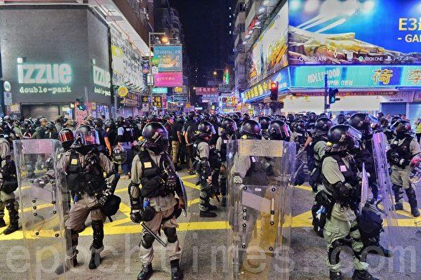 2019年10月27日,旺角山東街駐守大量警力。(宋碧龍/大紀元)