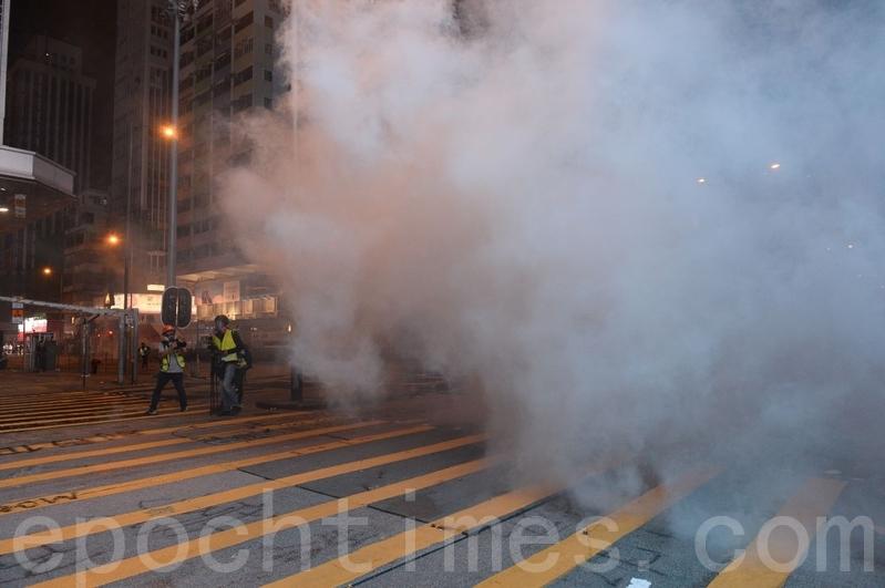 港議員籲公開催淚彈成份「這不是政見問題」