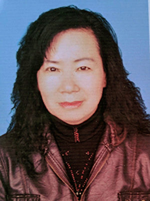 王新榮因為修煉法輪功被中共列入黑名單。2019年6月4日,她去醫院照護病重的弟妹時,被醫院錄像頭人臉識別發現並報警,隨後遭公安抓捕。(明慧網)