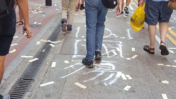 2019年10月1曰,香港銅鑼灣軒尼詩道,參加遊行民眾送走中共最後一程。(林志龍/大紀元)