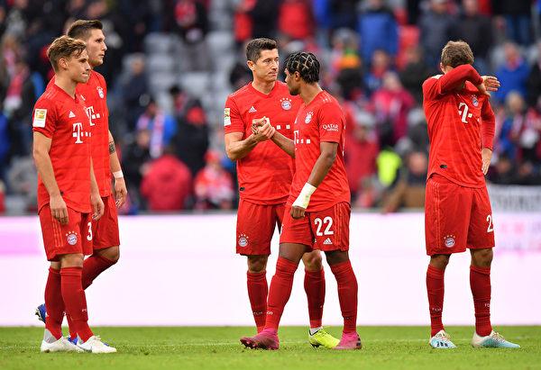 德甲联赛第7轮 拜仁在主场遭遇赛季首败