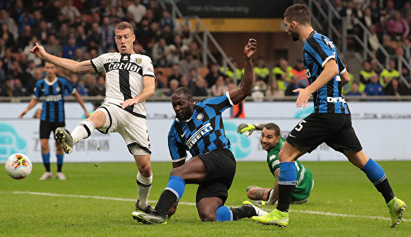 意甲第9轮,国际米兰在主场同帕尔马2:2握手言和。
