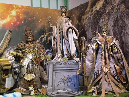 三国系列以赤壁之战、孔明借东风两场知名战役作为展览情境布置。