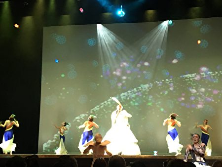 「舞鈴劇場」以「海洋慶典」為主題,為大紐約地區僑胞帶來精采演出。