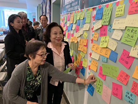 臺灣會館設置了連儂民主牆,表達對蔡英文的支持、寄望、鼓勵。