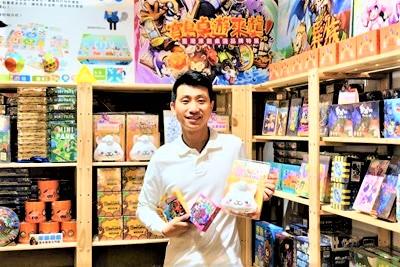 """摘星青年林家进成立""""莫仔桌游"""",投入开发台湾原创桌游,展现台湾在桌游市场与发展的竞争力。"""