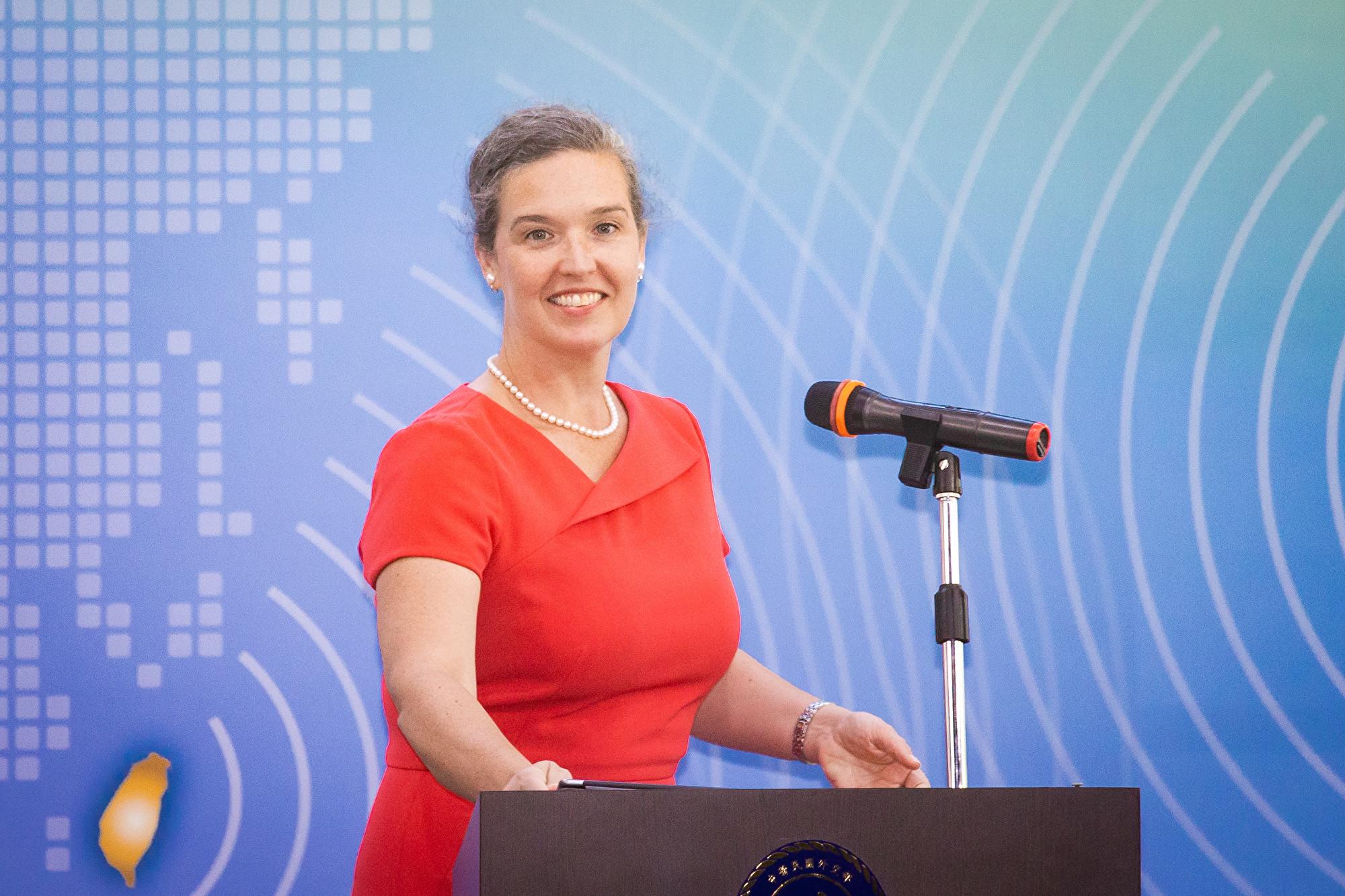 美台首屆「太平洋對話」(Pacific Islands Dialogue)7日在台北登場,美國國務院亞太局主管澳紐暨太平洋事務副助卿兼APEC資深官員孫曉雅(Sandra Oudkirk)出席致詞。(陳柏州/大紀元)