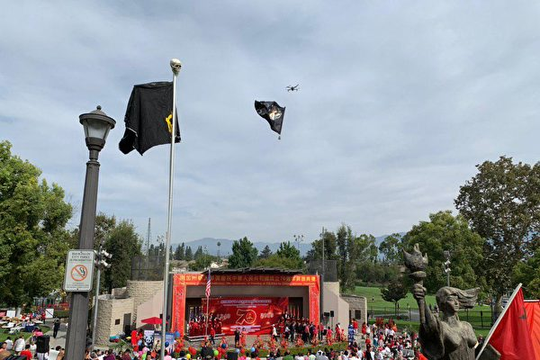 胡烈:無人機洛杉磯五星旗升旗式上展黑旗紀實