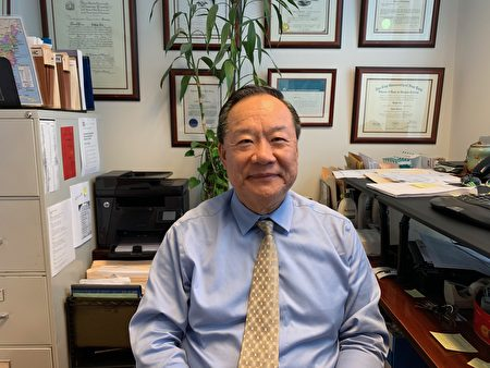 移民律师刘汝华表示,移民律师都在关切着新表将有哪些更新。