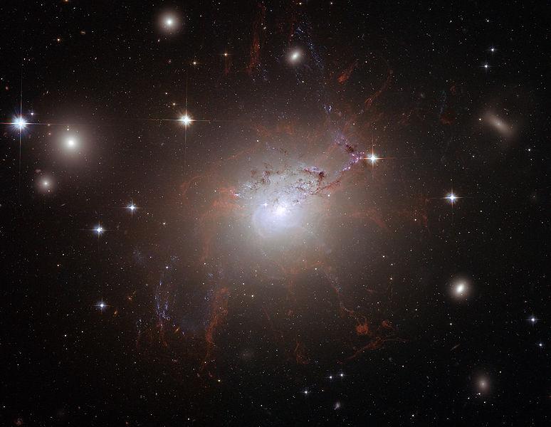 數千年輕球狀星團驚現英仙座星系團
