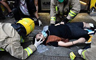 香港的士司机开车撞抗议人群 一女双脚骨折
