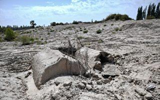 连亡者也不放过 中共摧毁新疆维族人坟地