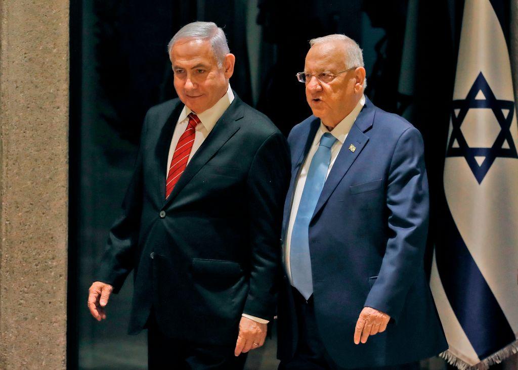 圖為以色列總統魯文·裏夫林(Reuven Rivlin,右)和總理本傑明·內塔尼亞胡(Benjamin Netanyahu,左)。(MENAHEM KAHANA /AFP/Getty Images)