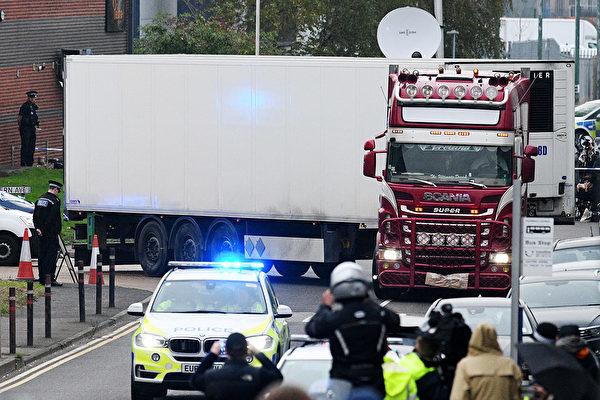 英國發生39人命喪卡車集裝箱的慘案,震驚世界。周六(10月26日),卡車司機被指控39項過失殺人罪。圖為案發現場。 (Leon Neal/Getty Images)
