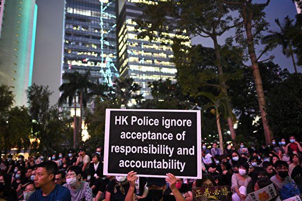 2019年10月26日,香港民眾在遮打花園舉行醫護人員集會,反警暴力。(PHILIP FONG/AFP via Getty Images)