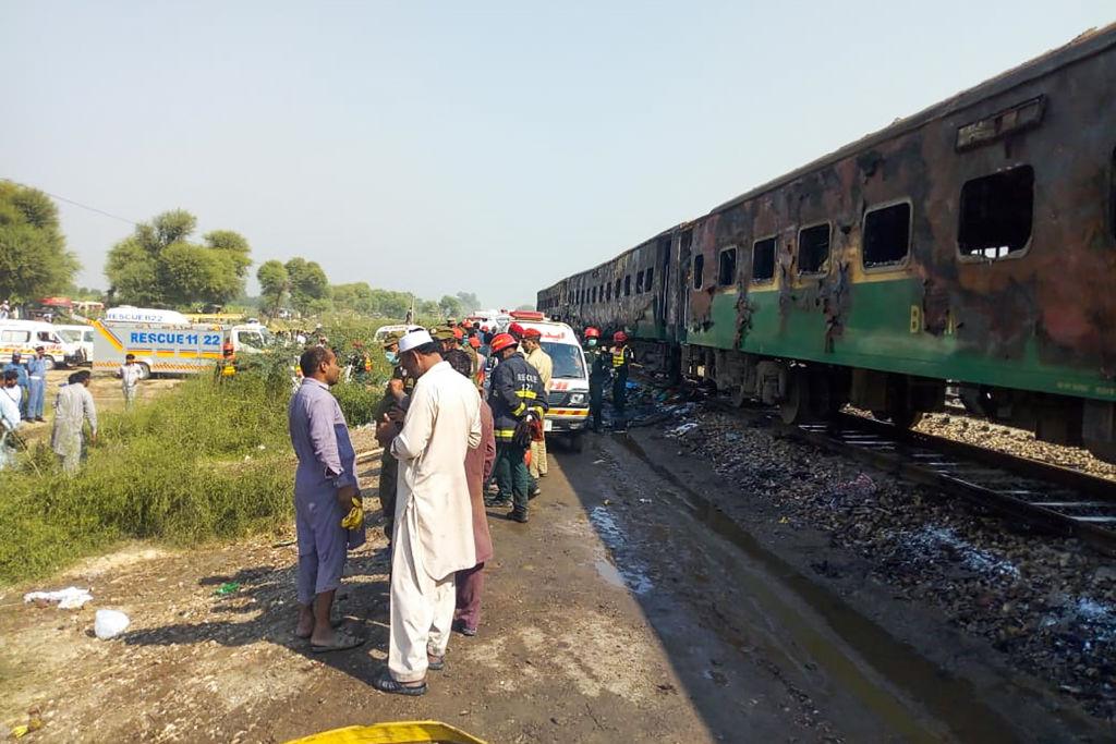 做飯闖大禍 巴基斯坦列車起火 73死百傷