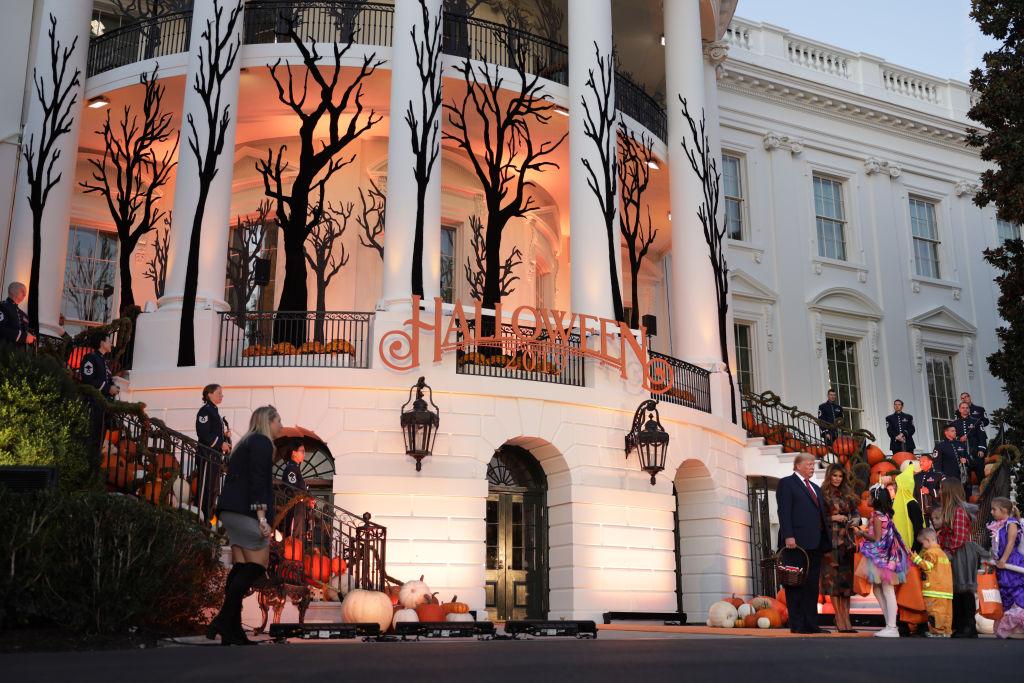 組圖:迎接萬聖節 特朗普夫婦白宮款待兒童